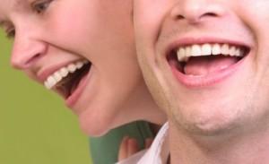 schöne, glänzende Zähne in der Zahnklinik Ungarn, Mosonmagyarovar